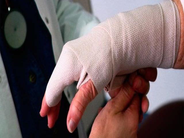 Помощь при повреждении руки