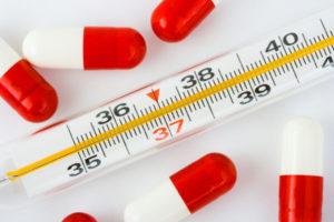 Высокая температура - один из симптомов опоясывающего лишая