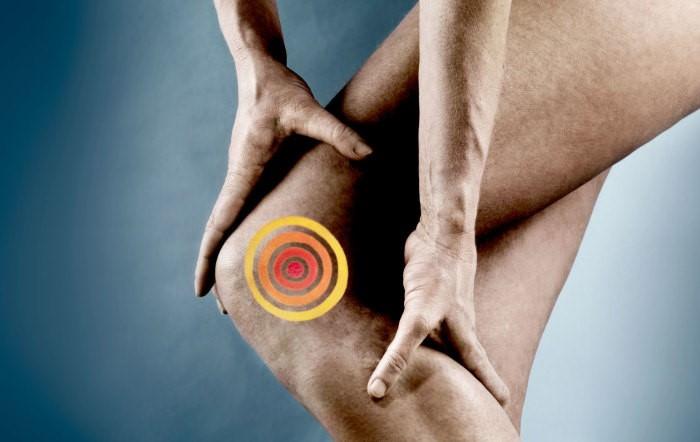 Дергается мышца на ноге выше колена