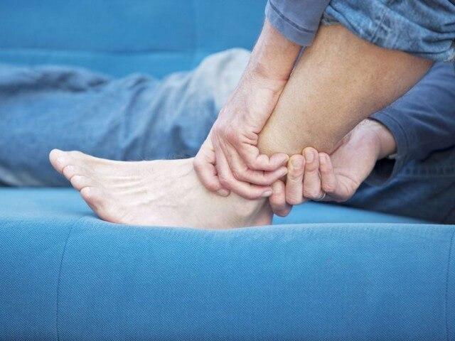 Мужская нога