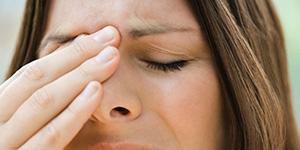 При насморке болят глаза и голова