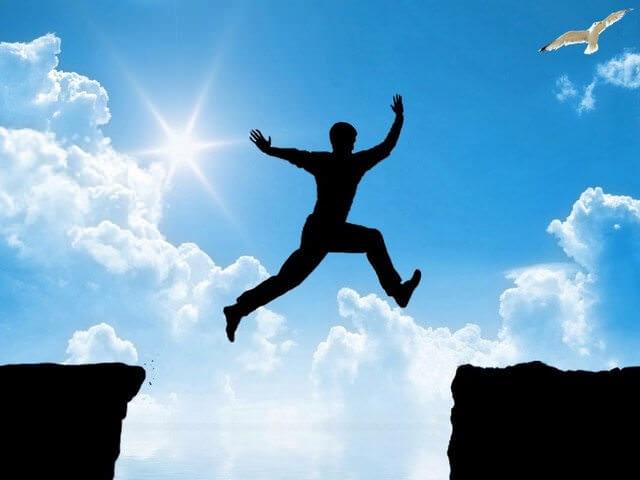 Прыжок между скал