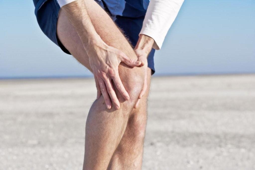 Растяжение в колене