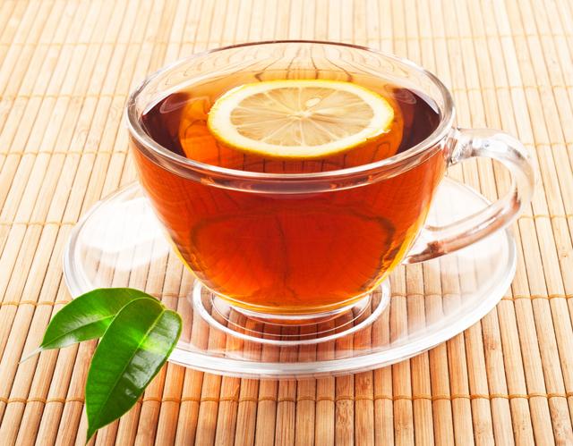 Горячий черный чай