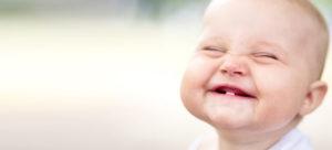 Какие основные признаки прорезывания зубов у младенцев