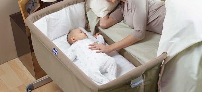 Приставная кроватка позволит быть рядом с малышом