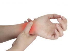Что делать при ушибе руки, как лечить в домашних условиях