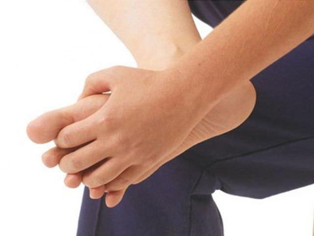 признаки заболевания суставов стопы