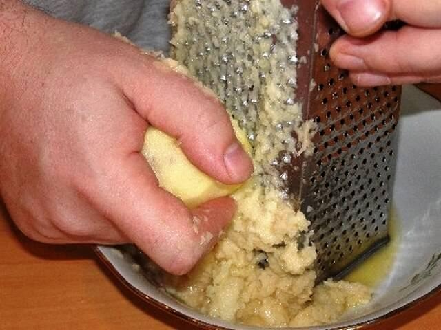 Натирание картофеля