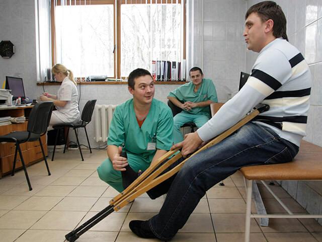 Необходимые меры при травме колена