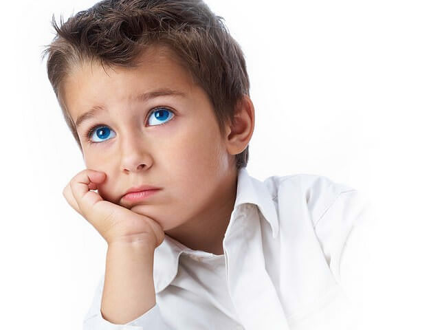 Задумчивый мальчик