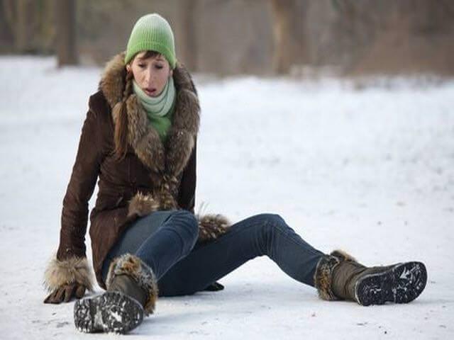 Женщина упала