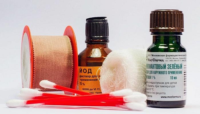 Обработка раны антисептическими препаратами