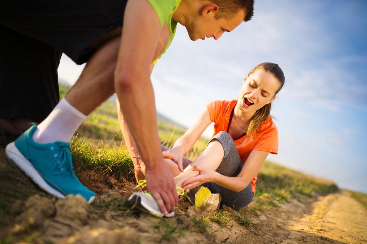 Помощь при растяжении в колене