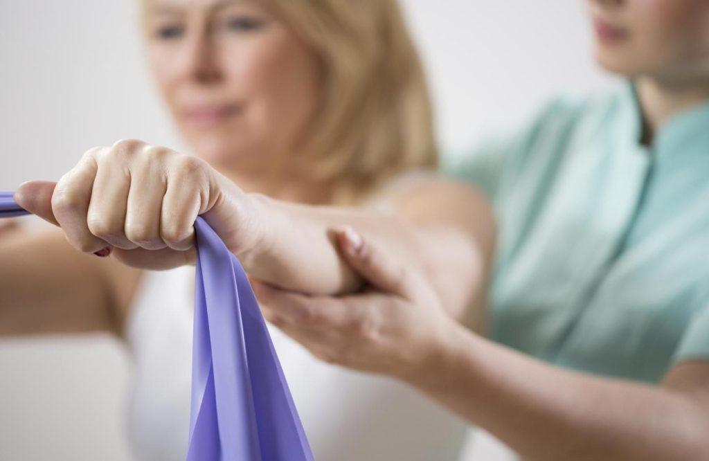 Перелом лучевой кости руки со смещением