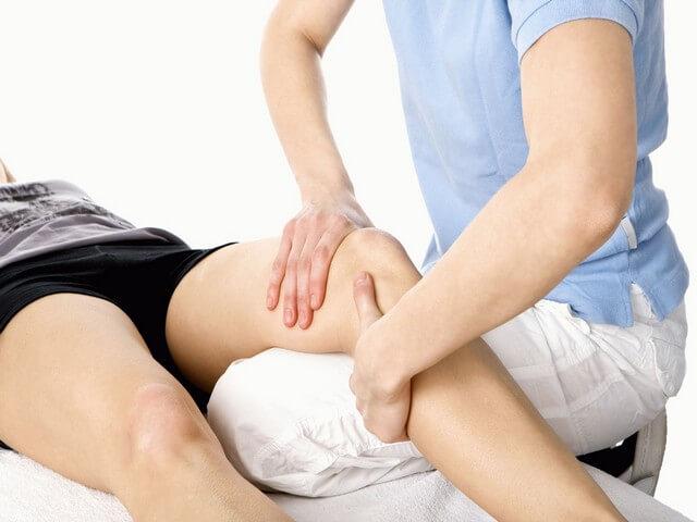 Разминание коленного сустава